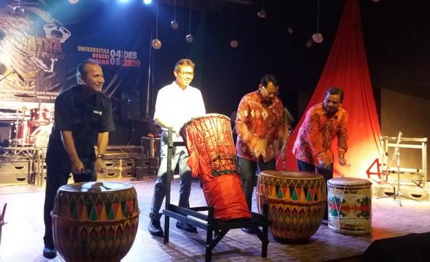 Pembukaan Festival Musik Perkusi se-Sumatera di UNP.