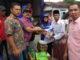 Penyerahan bantuan kepada korban kebakaran di Padang Gelugur.