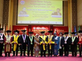 Prof Ganefri bersama DR (HC) Jusuf Kalla dan pimpinan UNP.