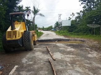 Proyek jalan yang dikritik oleh masyarakat setempat. Ruas jalan Propinsi yang terletak di depan Mapolres Kota Sawahlunto.