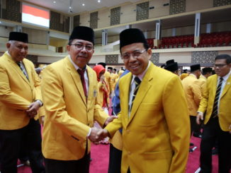 Rektor UNP dan Ketua Prodi S2 Ilmu Lingkungan, Dr Indang Dewata usai pelantikan beberapa waktu lalu.