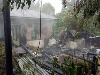 Salah satu rumah yang terbakar di Sawahlunto.