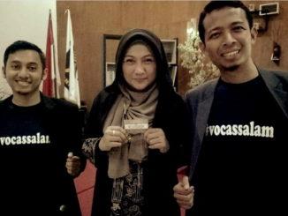Vocassalam foto bersama dr. Aisyah Dahlan pada Seminar Keluarga di Cirebon.1