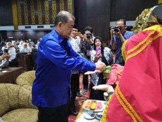 Wakil Gubernur H. Nasrul Abit pada acara Konfrensi Provinsi Persatuan Guru Republik Indonesia (PGRI) Sumatera Barat tahun 2019, Sabtu (7122019).