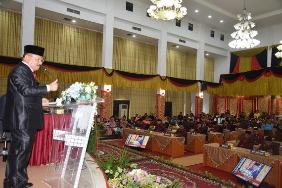 Ali Mukhni saat memberi sambutan dan ekepos pembangunan di Kab. Padang Pariaman.
