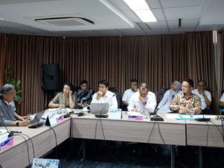 Bupati Pasaman Barat Yulianto bersama Gubernur Sumbar Irwan Prayitno saat membahas Pelabuhan Teluk Tapang