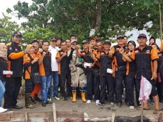 Foto bersama usai aksi bersih.