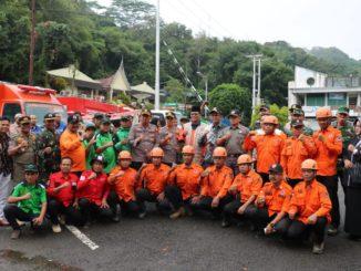 Foto bersama usai apel gabungan kesiapsiagaan bencana di plataran parkir Ngalau Indah Payakumbuh.