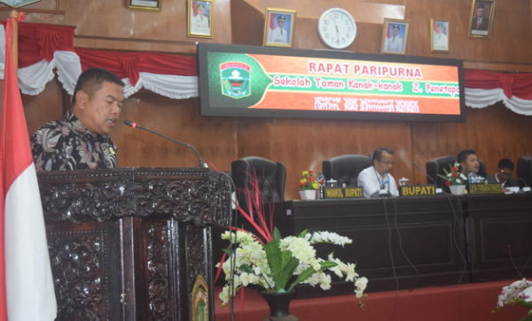 Hafni Hafiz saat membacakan Pandangan Akkhir Fraksi Partai Gerindra.