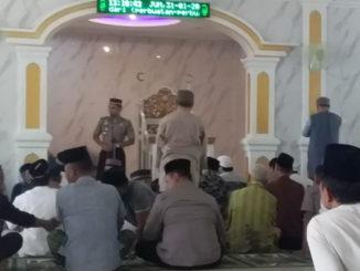 Kapolres saat memberi sambutan saat Safari Jum'at di Mesjid Raya Nurul Huda Salido.