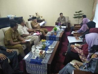 Kepala BPS Sawahlunto, Hendro Seprita Deza pada saat memberikan laporan lepada Walikota Sawahlunto.