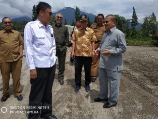 Ketua Kontak Tani Nelayan Andalan (KTNA) Pusat Ir. Winarno Thohir bersama Bupati Padang Pariaman Ali Mukhni