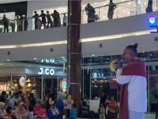 Mash, Munsyid Indonesia saat tampil di panggung.