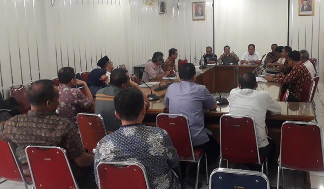 Rapat penurunan pajak air tanah di DPRD Kota Padang.