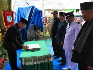Penandatangan berita acara Setijab wali nagari Sungai Nanam.