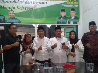 Reinier Dt. Mangkuto Alam - Andri Maran Dt. Pito Rajo serahkan formulir pendaftaran ke DPC PBB Kota Solok