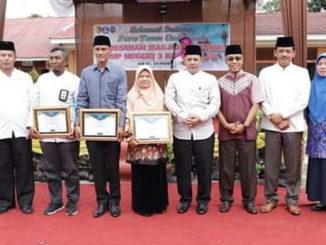 Reinier saat meresmikan penggunaan Masjid At Taqwa SMP 3 Kota Solok