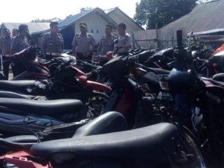 Sepeda motor hasil tilang dan BB yang menumpuk di halaman Satlantas Polresta Pariaman.