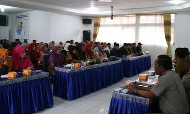 Sosialisasi pengadaan barang dan jasa di Padang Panjang.