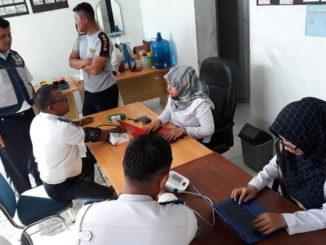 Suasana saat cek kesehatan gratis di Terminal Koto Lalang