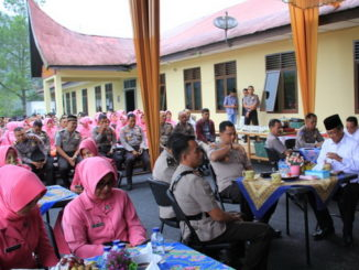 Suasana silaturrahmi usai serah terima jabatan di Polres Solok Arosuka.