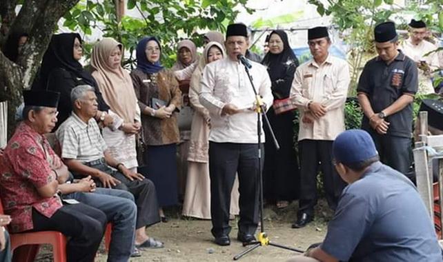 Wakil Walikota Solok, Reinier secara langsung melepas jenazah Eli Fitriani, S. Pd