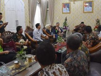 Walikota Padang Mahyeldi Ansharullah menerima kunjungan Komisioner Komisi Penyiaran Indonesia (KPI) Pusat Yuliandre Darwis