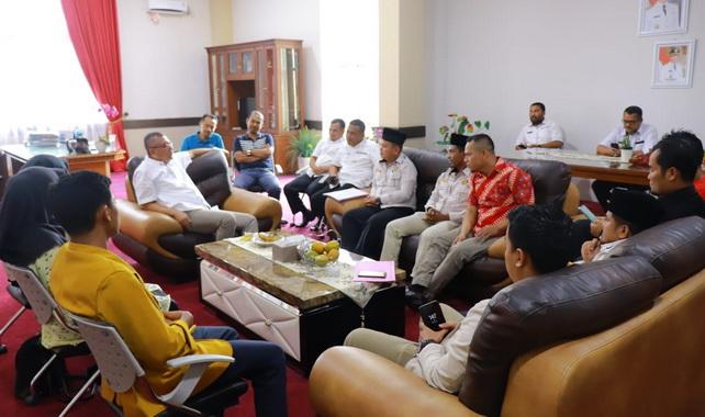 Walikota Payakumbuh Riza Falepi bersama AMN.