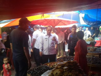 Wawako Reinier saat meninjau Pasar Raya Solok.