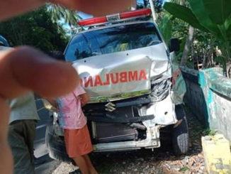 Ambulance yang tingsek sehabis manabrak kerbau.