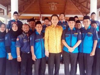 Dr. H. M. Aziz Syamsudin. SE, MH, MAF, MH Wakil Ketua DPR RI dan Wako DERi Asta Karang Taruna Kota Sawahlunto.