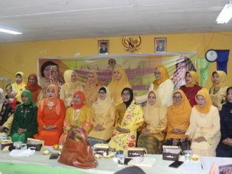 Foto bersama beberapa peserta Rakerda DPD HWK Sumbar.