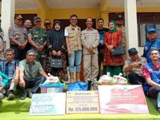 Gubernur Sumbar bersama Bupati pasaman saat mengunjungi Mapat Tunggul Selatan.