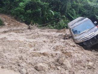 Jalur Sumbar - Riau yang terputus di Koto Alam.