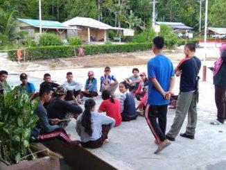 Latihan kepramukaan di SMAN 1 Sipora.