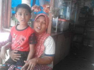 Muhammad Ilham bersama orang tuanya Rafni Sinta Dewita.