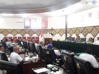 Pansur II DPRD Kota Padang saat melakukan hearing dengan sejumlah OPD.