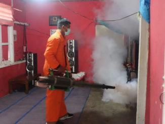 Pelaksanaan fogging di Payakumbuh.
