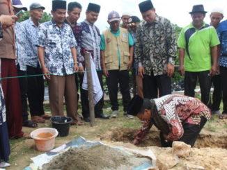 Peletakan batu pertama pembangunan musholla SDIT Dambaan Umat.