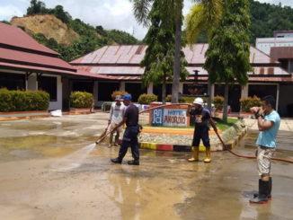 Pembersihan lumpur pasca bajir.
