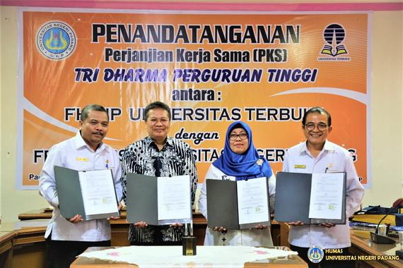 Penandatanganan kerjasama tiga Fakultas UNP dengan UT.