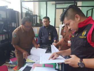 Penyidik dari Kejaksaan Negeri Payakumbuh geledah ruangan RSUD Adnan WD Payakumbuh terkait dugaan korupsi incenerator.