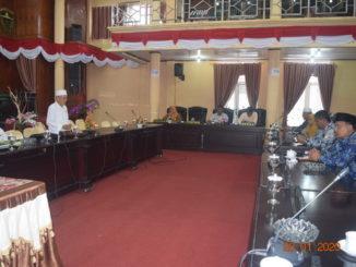 Rapat anggota DPRD Kab. Solok dengan mitra.