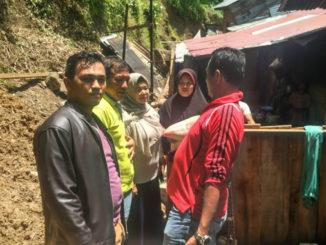 Salah satu rumah yang tertimpa longsor di Bayang.