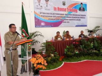 Sekda Kabupaten Sijunjung, Zefnihan membuka In House Training.