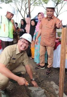 Wako Payakumbuh meletakkan batu pertama pembangunan Mushalla Nurul Islam