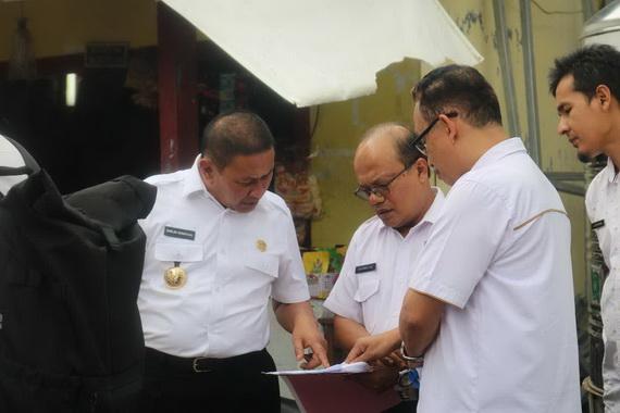 Wako Ramlan Nurmatias saat meninjau persiapan pembangunan gedung baru Dinas Perpustakaan dan Arsip.