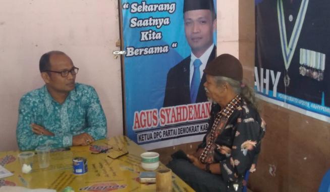 Agus Syahdeman saat berdialoh dengan salah seorang pengamat budaya Kab. Solok.
