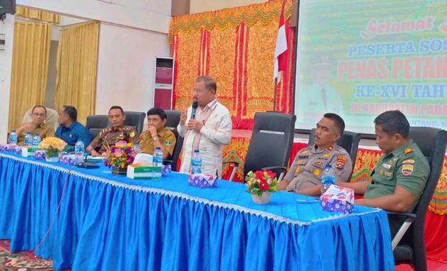 Bupati Ali Mukhni saat memberi sambutan.