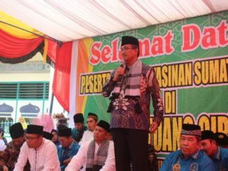 Bupati Gusmal saat memberi sambutan pada Pembukaan Forum Yasinan di Gantung Ciri.